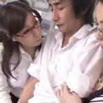 【逆痴漢】熟痴女教師たちが電車内で男子のザーメンを搾り取る(秋野千尋,青山葵)