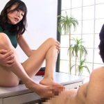 【足コキ抜射精】巨乳痴女が足の裏全体を使ってM男のチンポをズリズリ擦りまくる(彩葉みおり)