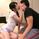 【痴女妻】酔い潰れた旦那の横で同僚とキスしてオマンコを舐めさせて声を出して喘ぐ不倫妻(あおいれな)