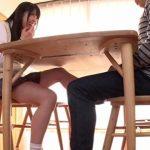 【足コキ射精】父親の再婚で連れられてきた義妹が痴女すぎて両親が近くにいるのに足でチンポをシコシコ(あおいれな)