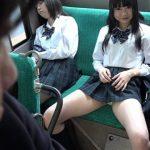 【パンチラ挑発】小悪魔女子高生がバスの中で男をじっと見つめてパンティーを見せつけると・・・(なつめ愛莉)
