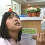 【手コキ射精】患者のチンポをシゴいてフェラして熱を下げてくれる優しいナース(葵つかさ)
