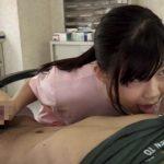 【手コキ射精】ショタチンポに欲情した痴女歯科衛生士が乳首舐めながら手コキ責め(美保結衣)