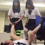 【逆レイプ】痴女JK2人が教師をチングリ返して金玉にかかと落とし?(小鳥遊まゆ,泉朱音)