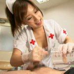 【精液採取】ロリ痴女ナースが患者のチンポを激しい手コキとフェラでビーカーにザーメン発射!(小島みなみ)