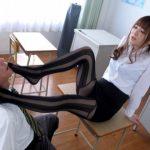 【足コキ射精】美人教師のタイトスカートと足に興奮した教師のチンポを足で扱く(大橋未久)